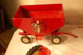 BIG LOT VINTAGE ERTL INTERNATIONAL IH TOY TRACTOR & FARM IMPLEMENTS