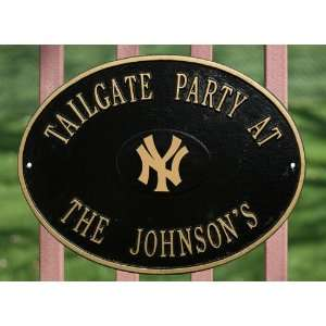 New York Yankees MLB Personalized Logo Plaque   Black Gold